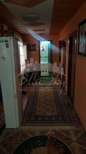 Casa de vanzare in Constanta cu 12 camere, cu 1 grup sanitar, suprafata utila 160 mp. Suprafata terenului 350 metri patrati, deschidere 18 metri. Pret: 115.000 euro negociabil. Casa