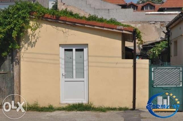 Casa de vanzare in Constanta cu 2 camere, cu 1 grup sanitar, suprafata utila 67 mp. Suprafata terenului 128 metri patrati, deschidere 4 metri. Pret: 36.000 euro. Casa