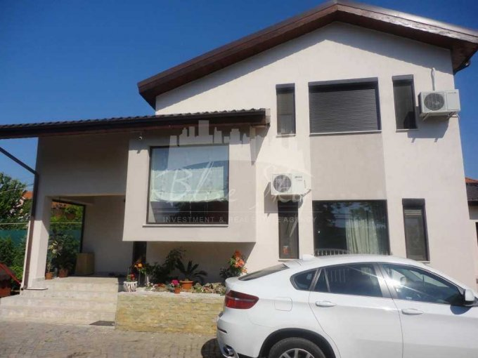 Casa de vanzare in Constanta cu 3 camere, cu 1 grup sanitar, suprafata utila 180 mp. Suprafata terenului 1200 metri patrati, deschidere 4 metri. Pret: 215.000 euro negociabil. Casa