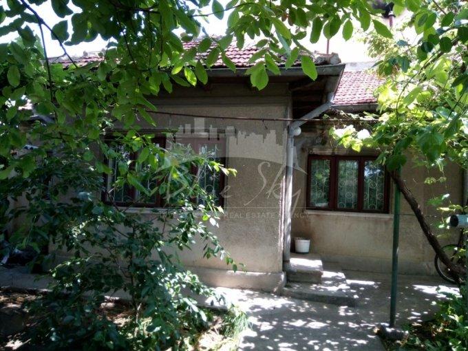 vanzare Casa Constanta cu 3 camere, cu suprafata utila de 204 mp, 1 grup sanitar. 135.000 euro negociabil.. Casa vanzare Stadion Constanta