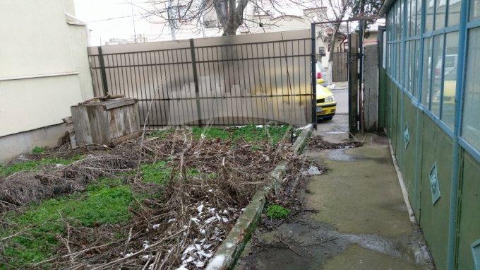 Casa de vanzare direct de la agentie imobiliara, in Constanta, zona Coiciu, cu 61.000 euro negociabil. 1 grup sanitar, suprafata utila 61 mp. Are  3 camere.