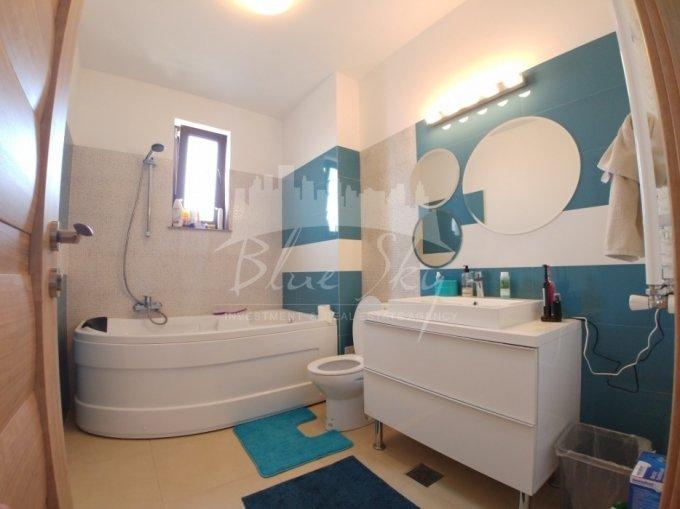 Casa de inchiriat in Constanta cu 3 camere, cu 1 grup sanitar, suprafata utila 140 mp. Suprafata terenului 170 metri patrati, deschidere 8 metri. Pret: 800 euro negociabil. Casa