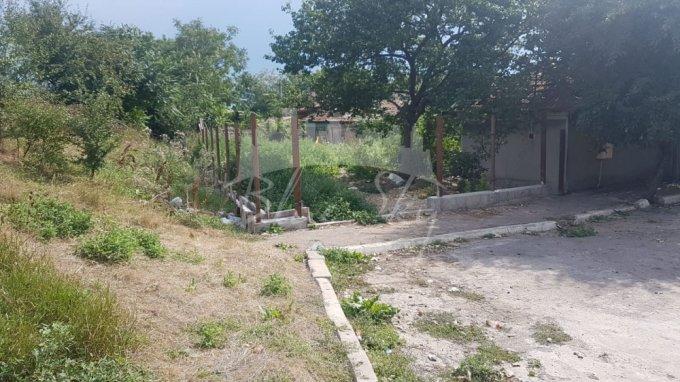 Casa de vanzare direct de la agentie imobiliara, in Constanta, zona Bratianu, cu 42.000 euro negociabil. 1 grup sanitar, suprafata utila 60 mp. Are  3 camere.