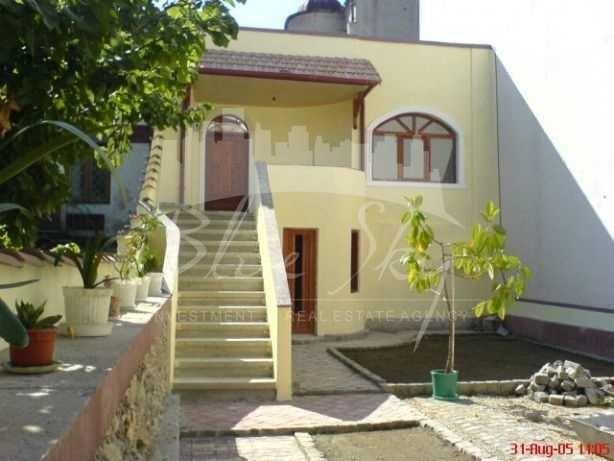 Casa de vanzare direct de la agentie imobiliara, in Constanta, zona Piata Ovidiu, cu 160.000 euro negociabil. 1 grup sanitar, suprafata utila 96 mp. Are  3 camere.