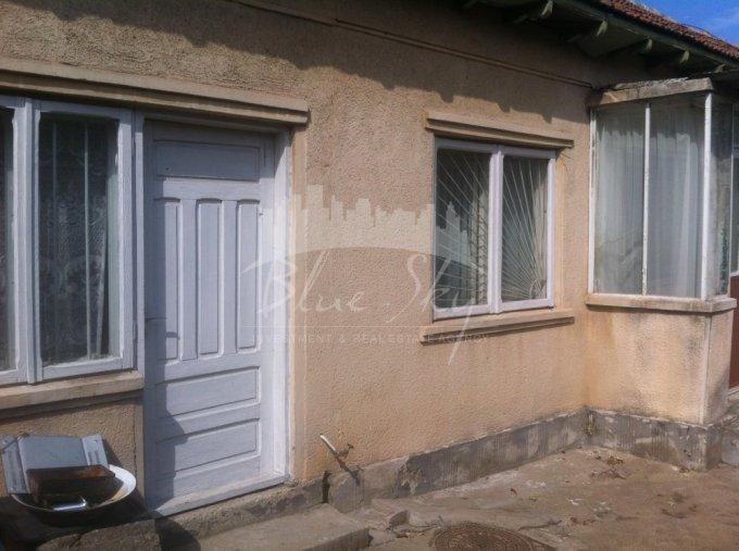 Casa de vanzare direct de la agentie imobiliara, in Constanta, zona Trocadero, cu 82.000 euro negociabil. 1 grup sanitar, suprafata utila 85 mp. Are  4 camere.