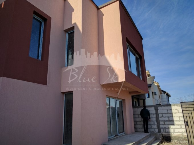 Casa de vanzare direct de la agentie imobiliara, in Constanta, zona Km 5, cu 97.000 euro negociabil. 1 grup sanitar, suprafata utila 63 mp. Are  4 camere.