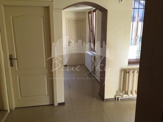 Casa de inchiriat in Constanta cu 4 camere, cu 1 grup sanitar, suprafata utila 100 mp. Suprafata terenului 190 metri patrati, deschidere 15 metri. Pret: 400 euro negociabil. Casa
