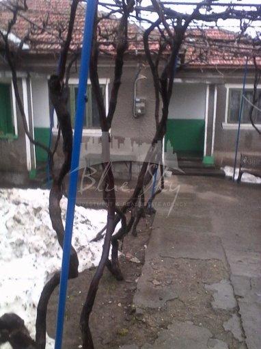 Casa de vanzare direct de la agentie imobiliara, in Constanta, zona Palazu Mare, cu 75.000 euro negociabil. 1 grup sanitar, suprafata utila 80 mp. Are  4 camere.