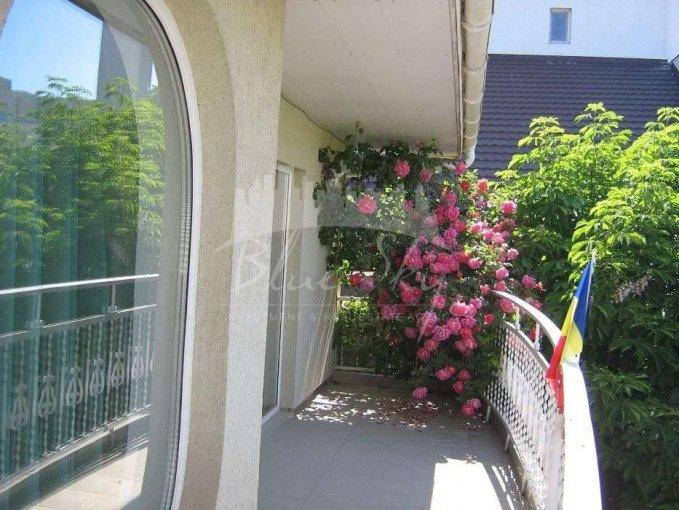 Casa de vanzare direct de la agentie imobiliara, in Constanta, zona Mamaia Nord, cu 270.000 euro negociabil. 1 grup sanitar, suprafata utila 220 mp. Are  4 camere.