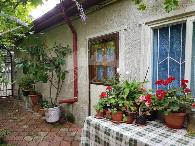 Casa de vanzare in Constanta cu 4 camere, cu 1 grup sanitar, suprafata utila 90 mp. Suprafata terenului 200 metri patrati, deschidere 13 metri. Pret: 95.000 euro negociabil. Casa