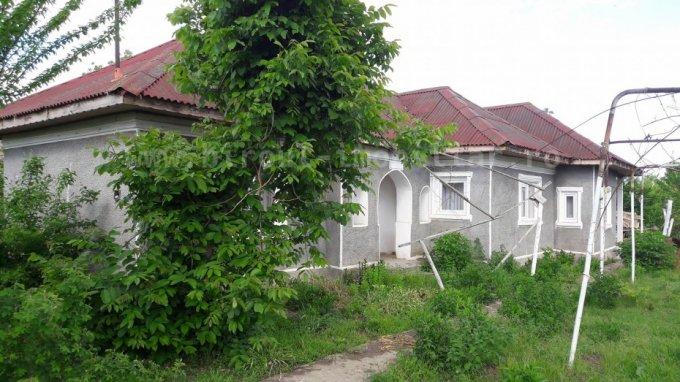 vanzare Casa Constanta cu 4 camere, 1 grup sanitar, avand suprafata utila 156 mp. Pret: 29.900 euro. Incalzire: Incalzire cu sobe. agentie imobiliara vand Casa.
