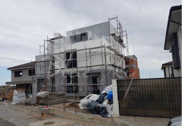 Casa de vanzare direct de la agentie imobiliara, in Constanta, cu 140.000 euro. 1 grup sanitar, suprafata utila 120 mp. Are  4 camere.