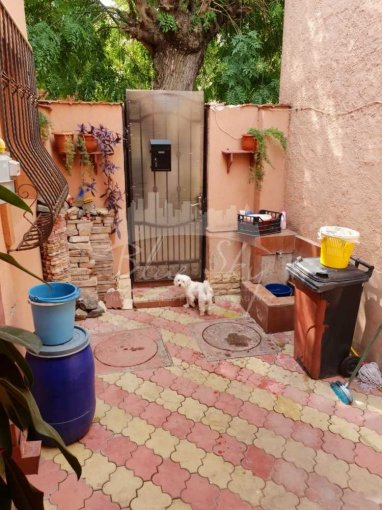 Casa de vanzare direct de la agentie imobiliara, in Constanta, zona Faleza Nord, cu 139.000 euro negociabil. 1 grup sanitar, suprafata utila 105 mp. Are  4 camere.