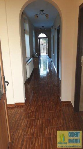 vanzare casa de la agentie imobiliara, cu 4 camere, in zona Casa de Cultura, orasul Constanta