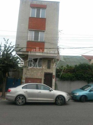 Casa de inchiriat in Constanta cu 5 camere, cu 1 grup sanitar, suprafata utila 240 mp. Suprafata terenului 100 metri patrati, deschidere 7 metri. Pret: 600 euro negociabil. Casa