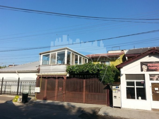 Casa de vanzare direct de la agentie imobiliara, in Constanta, zona Bratianu, cu 142.000 euro negociabil. 1 grup sanitar, suprafata utila 124 mp. Are  5 camere.