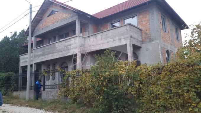vanzare Casa Constanta cu 5 camere, 1 grup sanitar, avand suprafata utila 300 mp. Pret: 160.000 euro negociabil. agentie imobiliara vand Casa.