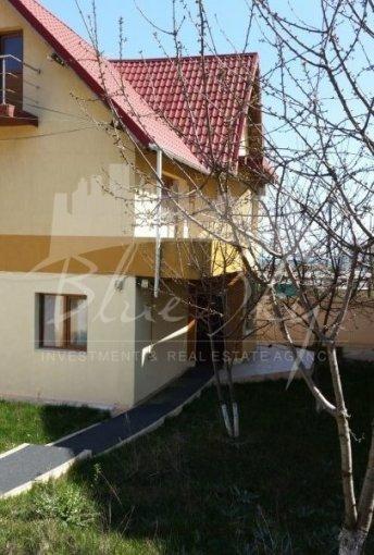 Casa de vanzare in Constanta cu 5 camere, cu 1 grup sanitar, suprafata utila 213 mp. Suprafata terenului 200 metri patrati, deschidere 10 metri. Pret: 135.000 euro negociabil. Casa