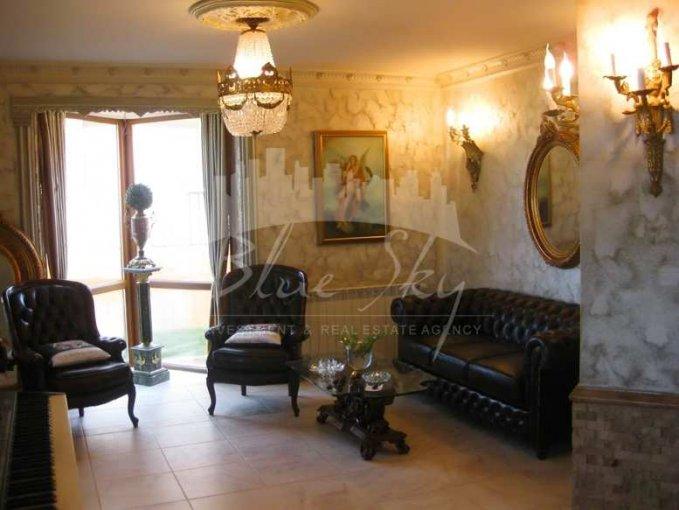 Mamaia Nord Constanta casa cu 6 camere, 1 grup sanitar, cu suprafata utila de 320 mp, suprafata teren 500 mp si deschidere de 15 metri. In orasul Constanta Mamaia Nord.