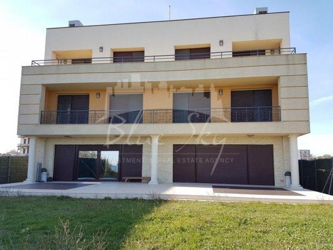 Mamaia Nord Constanta casa cu 6 camere, 1 grup sanitar, cu suprafata utila de 400 mp, suprafata teren 500 mp si deschidere de 15 metri. In orasul Constanta Mamaia Nord.