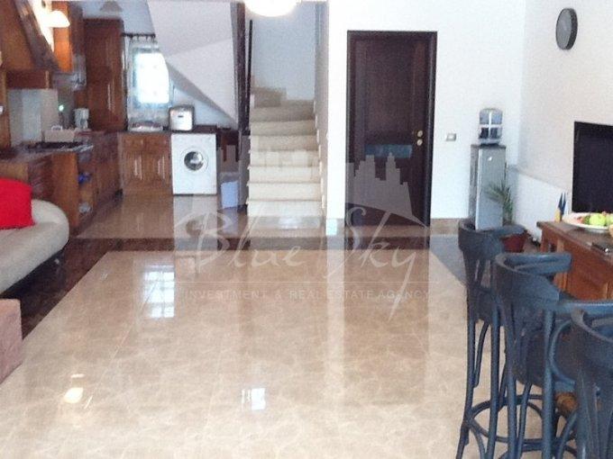 Casa de inchiriat in Constanta cu 6 camere, cu 1 grup sanitar, suprafata utila 300 mp. Suprafata terenului 500 metri patrati, deschidere 14 metri. Pret: 1.200 euro. Casa