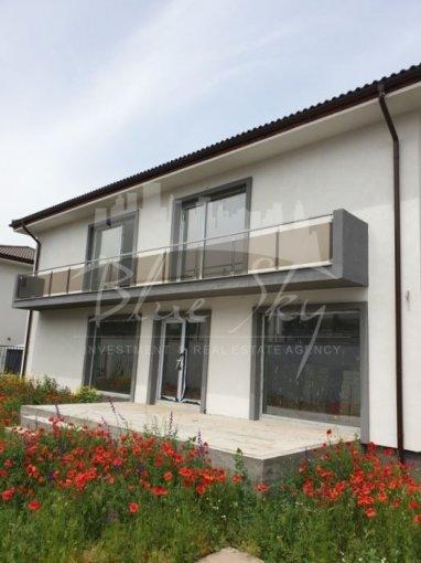 Constanta casa cu 6 camere, 1 grup sanitar, cu suprafata utila de 250 mp, suprafata teren 440 mp si deschidere de 20 metri. In orasul Constanta.