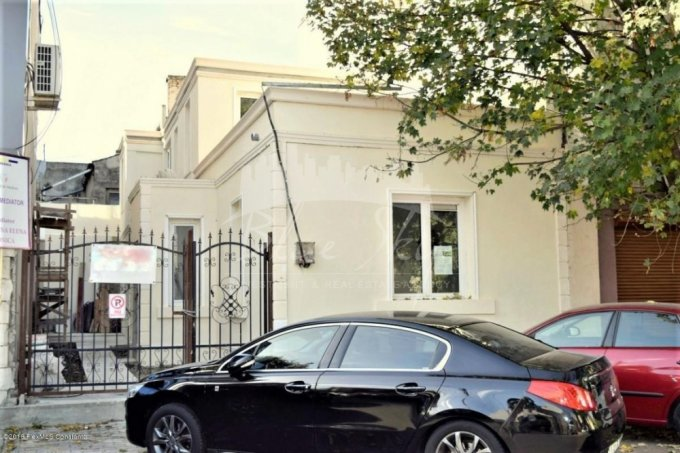 Casa de vanzare in Constanta cu 7 camere, cu 1 grup sanitar, suprafata utila 178 mp. Suprafata terenului 135 metri patrati, deschidere 6 metri. Pret: 130.000 euro negociabil. Casa