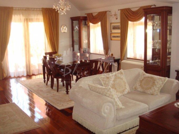 Casa de vanzare in Constanta cu 9 camere, cu 1 grup sanitar, suprafata utila 472 mp. Suprafata terenului 711 metri patrati, deschidere 10 metri. Pret: 1.000.000 euro negociabil. Casa