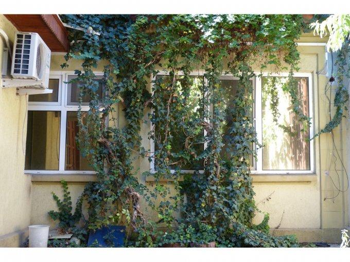vanzare Casa Constanta Tomis 2 cu 9 camere, 3 grupuri sanitare, avand suprafata utila 220 mp. Pret: 150.000 euro negociabil. Racire: Aer conditionat. agentie imobiliara vand Casa.