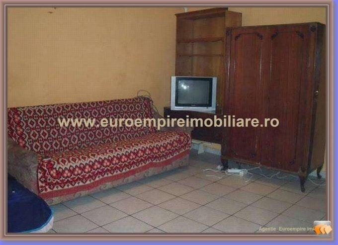 Garsoniera de inchiriat in Constanta, cu 1 grup sanitar, suprafata utila 28 mp. Pret: 140 euro.