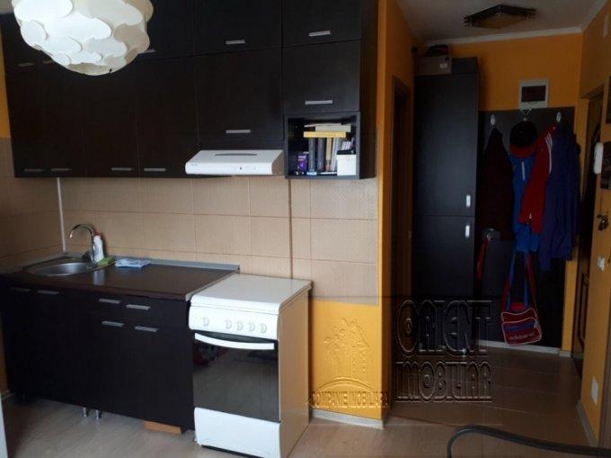 Garsoniera vanzare Poarta 6 etajul Mansarda din 5 etaje, 1 grup sanitar, cu suprafata de 27 mp. Constanta, zona Poarta 6.