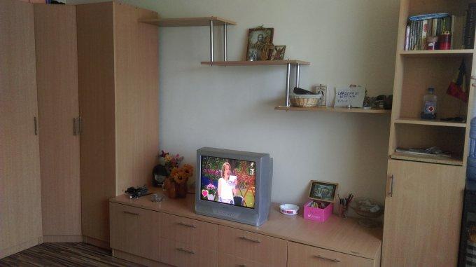 Garsoniera de vanzare direct de la agentie imobiliara, in Constanta, zona Billa, cu 20.000 euro negociabil. 1 grup sanitar, suprafata utila 20 mp.