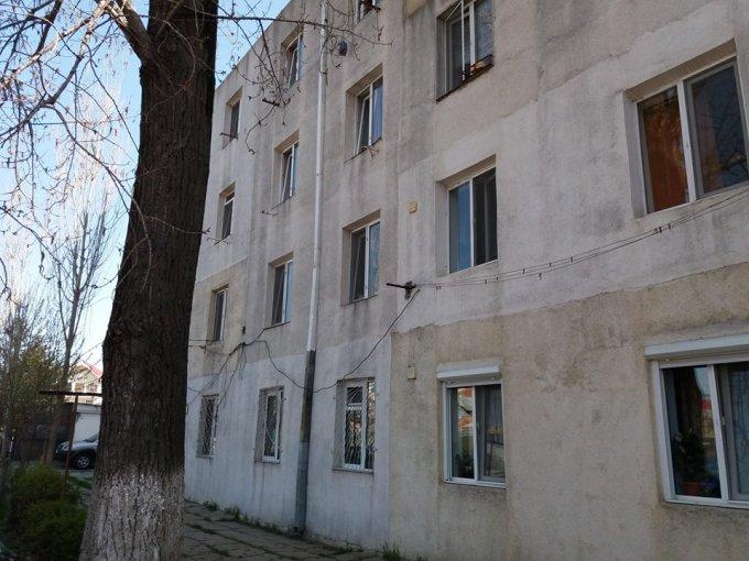 Garsoniera vanzare Palas etajul 1 din 4 etaje, 1 grup sanitar, cu suprafata de 25 mp. Constanta, zona Palas.