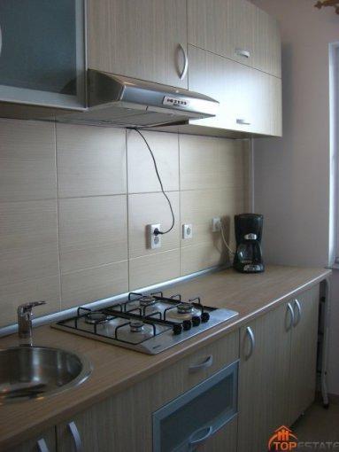 Garsoniera inchiriere Tomis Plus Mobilata lux  etajul 5 din 5 etaje, 1 grup sanitar, cu suprafata de 42 mp. Constanta, zona Tomis Plus. Mobilata lux.