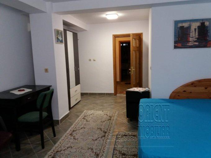 Garsoniera inchiriere Delfinariu Mobilata clasic  etajul Demisol, 1 grup sanitar, cu suprafata de 50 mp. Constanta, zona Delfinariu. Mobilata clasic.
