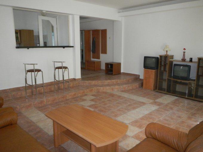 Mini hotel / Pensiune de vanzare direct de la proprietar, in Costinesti, zona Epava, cu 42.000 euro negociabil. 1 grup sanitar2  balcoane, 1 grup sanitar, suprafata utila 70 mp. Are 2 etaje si 2 camere. Destinatie: Vacanta, (mini) Hotel / Pensiune.