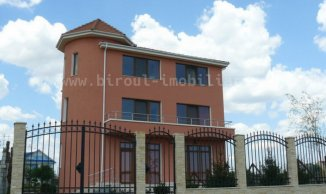 vanzare Pensiune cu 2 etaje, 9 camere, zona Mamaia Nord, orasul Constanta, suprafata utila 330 mp