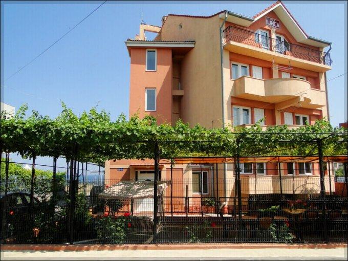 Mini hotel / Pensiune cu 12 camere, 3 etaje, cu suprafata utila de 850 mp, 8 grupuri sanitare, 1  balcon. 360.000 euro. Destinatie: (mini) Hotel / Pensiune. Mini hotel / Pensiune Eforie Nord  Constanta