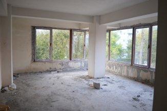 vanzare Mini hotel de la agentie imobiliara cu 4 etaje, 27 camere, in zona Centru, orasul Eforie Nord