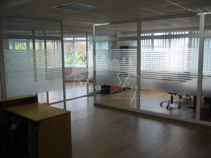 Spatiu comercial de inchiriat direct de la agentie imobiliara, in Constanta, zona Centru, cu 750 euro negociabil. 1 grup sanitar, suprafata utila 88 mp.