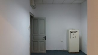 agentie imobiliara inchiriez Spatiu comercial 3 camere, 65 metri patrati, in zona Tomis 2, orasul Constanta