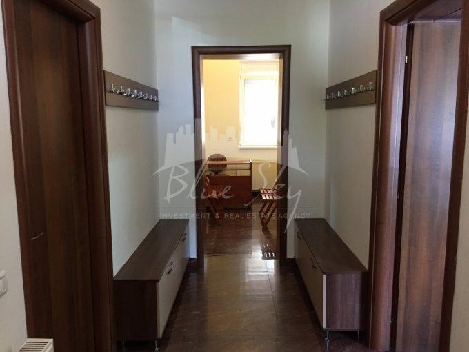 de inchiriat spatiu comercial cu 3 incaperi, 1 grup sanitar, suprafata de 75 mp. In orasul Constanta, zona Centru. 550 euro negociabil.