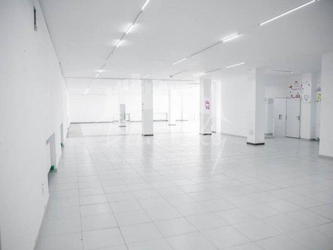 Spatiu comercial de inchiriat direct de la agentie imobiliara, in Constanta, zona Delfinariu, cu 3.800 euro negociabil. 1 grup sanitar, suprafata utila 380 mp.