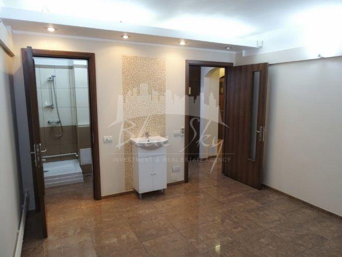 de inchiriat spatiu comercial cu 4 incaperi, 1 grup sanitar, suprafata de 87 mp. In orasul Constanta, zona Tomis 3. 720 euro negociabil.