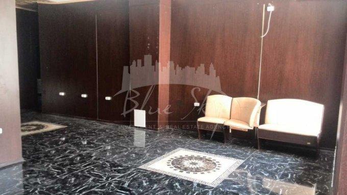 Casa de Cultura Constanta Spatiu comercial de inchiriat, cu 1 grup sanitar, suprafata 135 mp. Pret: 1.200 euro negociabil.