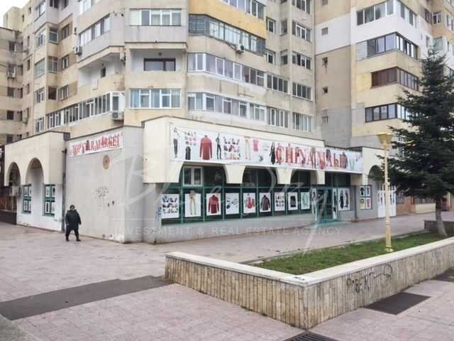 de inchiriat spatiu comercial, 1 grup sanitar, suprafata de 360 mp. In orasul Constanta, zona Casa de Cultura. 3.600 euro negociabil.