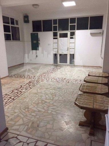 Spatiu comercial de inchiriat direct de la agentie imobiliara, in Constanta, zona Km 5, cu 350 euro. 1 grup sanitar, suprafata utila 42 mp.