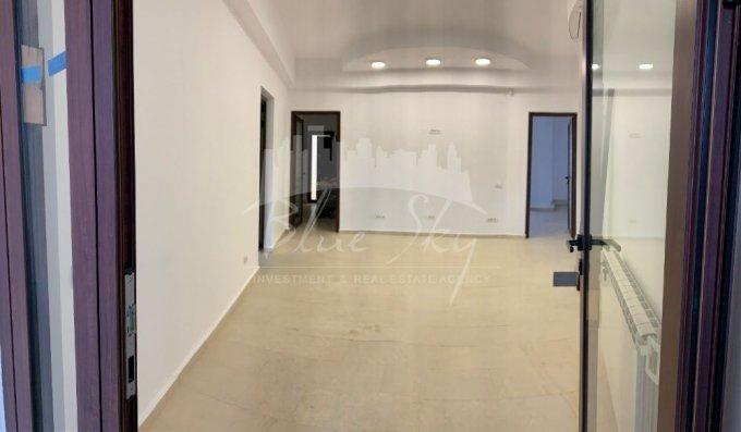 Spatiu comercial inchiriere Centru Constanta cu 5 incaperi de inchiriat, cu suprafata utila de 200 mp. 2.000 euro negociabil. Spatiu comercial Centru Constanta