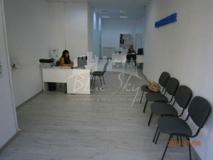 Spatiu comercial de inchiriat direct de la agentie imobiliara, in Constanta, zona Trocadero, cu 630 euro negociabil. 1 grup sanitar, suprafata utila 50 mp.
