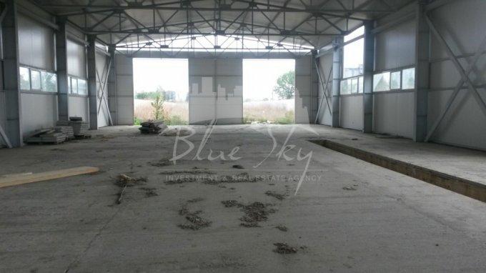 Spatiu industrial de inchiriat direct de la agentie imobiliara, in Constanta, zona Metro 1, cu 4.000 euro negociabil. 1 grup sanitar, suprafata utila 800 mp.